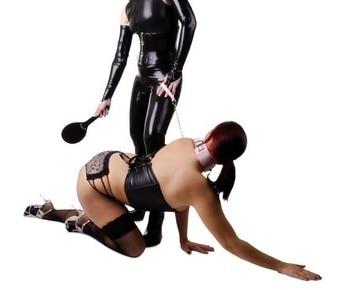 BDSM waar een submissive persoon de onderdanig is