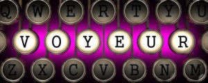 Het woord voyeur op een oude typmachinen