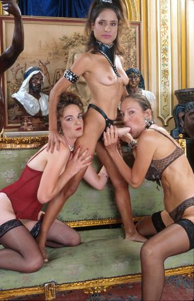 Vormen van swingen hier een trio met drie vrouwen
