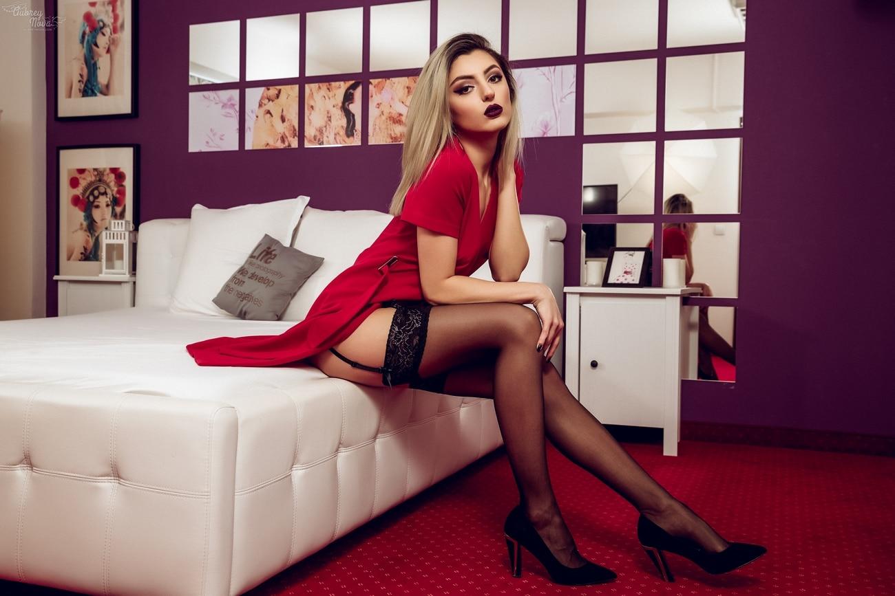 foto Aubrey Nova non naakt sexy gekleede vrouw