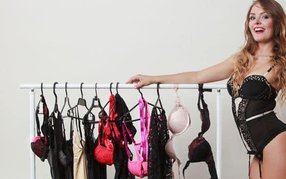een webcammodel die fulltime wil gaan werken moet natuurlijk wel genoeg sexy kleding hebben